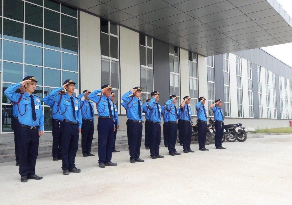 Đội ngũ bảo vệ chuyên nghiệp được đào tạo bài bản
