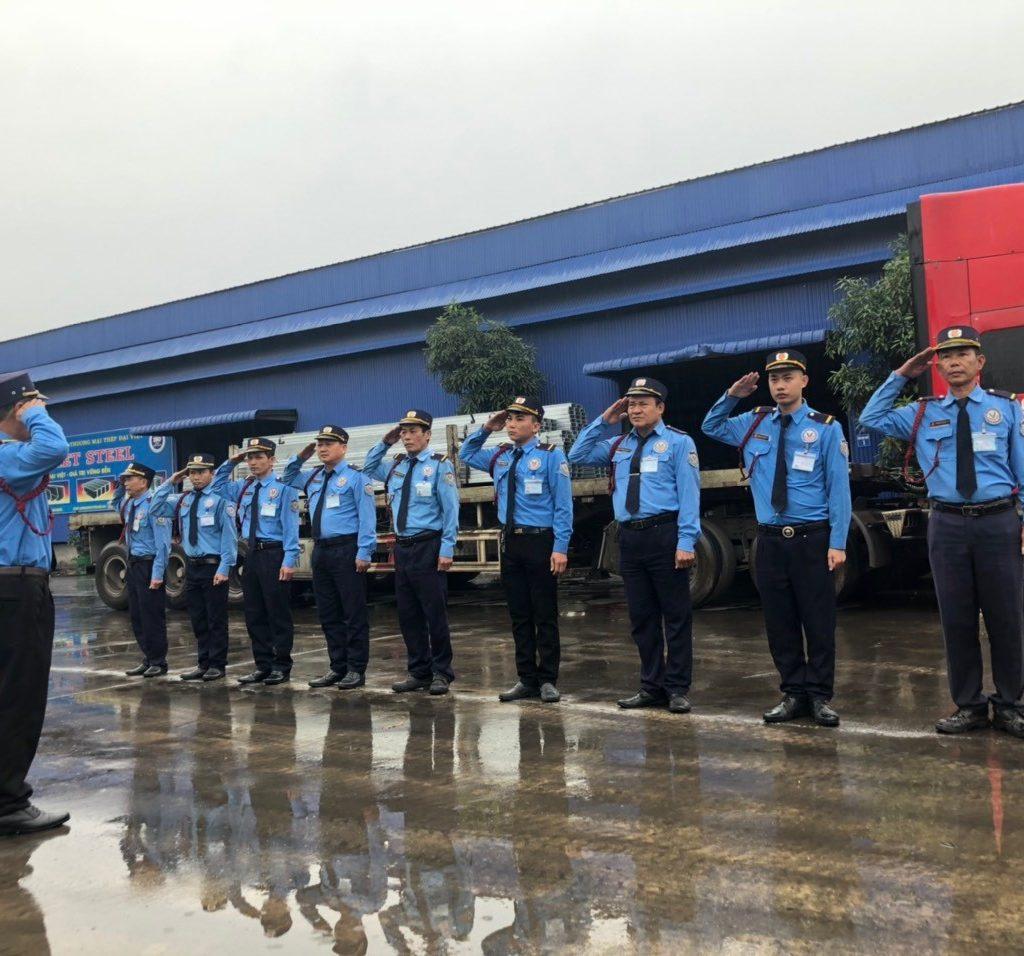 Lực lượng nhân viên đông đảo sẵn sàng phục vụ nhu cầu của bạn